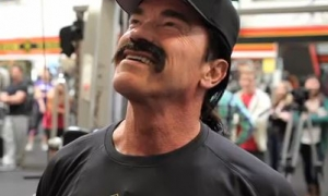 Arnold Goes Undercover at Gold's Gym