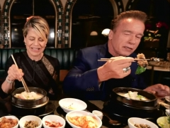 Arnold and Linda Hamilton Try Some Korean Food